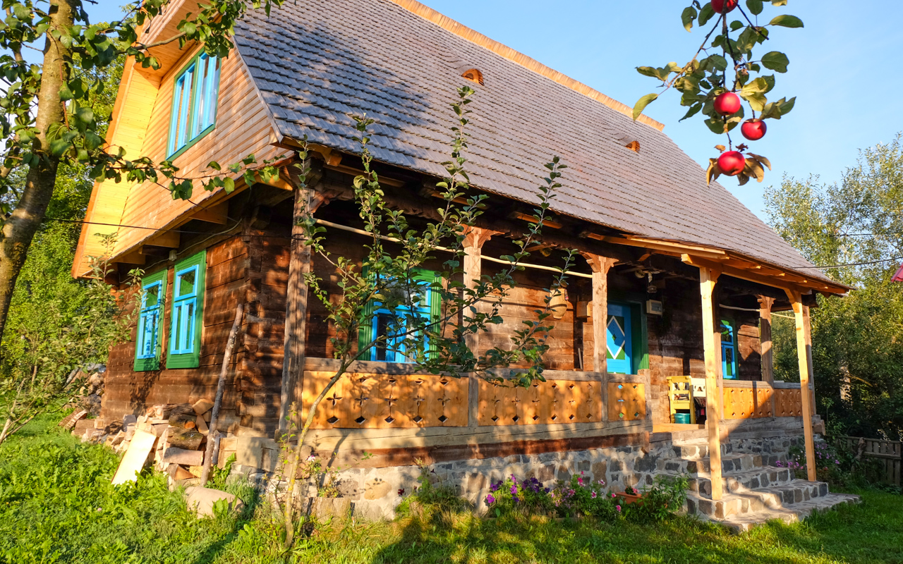 A tour of the most beautiful romanian villages romaniatourstore - Romanian wooden houses when nature and tradition come together ...