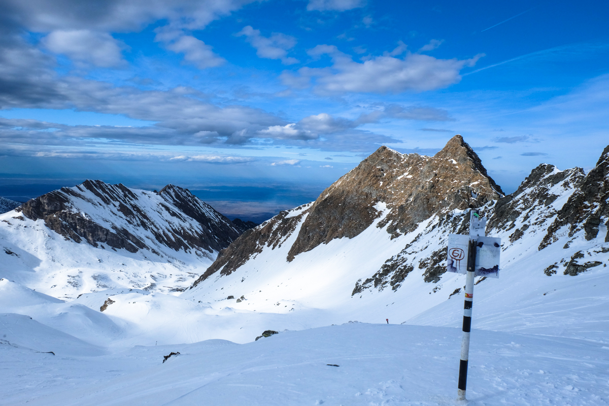 Winter trekking Fagaras Massif